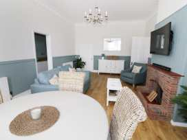 Flat 1, Cambridge Court - Suffolk & Essex - 980201 - thumbnail photo 2