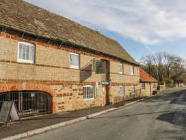 Millstone - Central England - 985345 - thumbnail photo 16