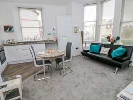 Apartment 2 Orme Court - North Wales - 990161 - thumbnail photo 3