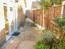 Bumble Bee Cottage - Lincolnshire - 990946 - thumbnail photo 21