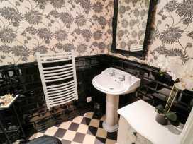 Sneaton Hall Apartment 4 - Whitby & North Yorkshire - 991604 - thumbnail photo 9