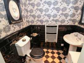 Sneaton Hall Apartment 4 - Whitby & North Yorkshire - 991604 - thumbnail photo 10