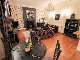 Sneaton Hall Apartment 4 - Whitby & North Yorkshire - 991604 - thumbnail photo 4