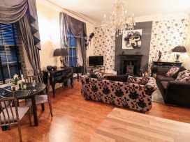 Sneaton Hall Apartment 4 - Whitby & North Yorkshire - 991604 - thumbnail photo 5
