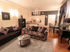 Sneaton Hall Apartment 4 - Whitby & North Yorkshire - 991604 - thumbnail photo 6