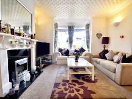 North Bay Guest House - Whitby & North Yorkshire - 992401 - thumbnail photo 2