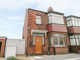 204 Sea View House - Whitby & North Yorkshire - 993008 - thumbnail photo 1
