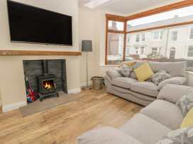 204 Sea View House - Whitby & North Yorkshire - 993008 - thumbnail photo 2