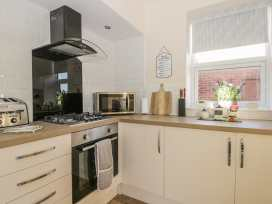 204 Sea View House - Whitby & North Yorkshire - 993008 - thumbnail photo 6