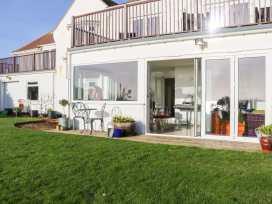 Cooden Beach House - Kent & Sussex - 997980 - thumbnail photo 2
