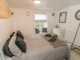 The Surfers Bolt Hole - Whitby & North Yorkshire - 998830 - thumbnail photo 4