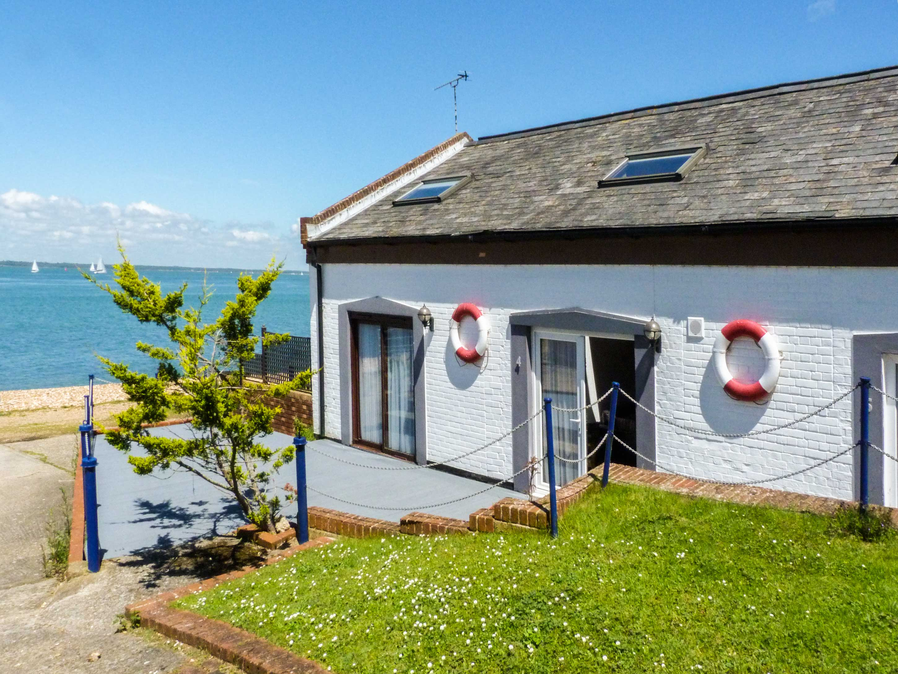 Awesome Isle Of Wight Cottages Holiday Cottages To Rent In The Beutiful Home Inspiration Ommitmahrainfo
