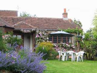Quiet Corner Cottage - 975954 - photo 1