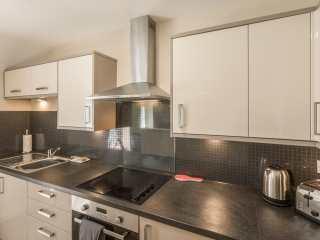Apartment 4, 7 St Anns Apartments - 980934 - photo 7