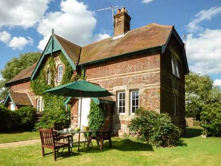Pleasant Suffolk Holiday Cottages To Rent Self Catering Holiday Home Remodeling Inspirations Genioncuboardxyz