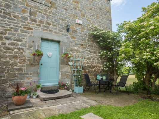 Northumberland Holiday Cottages: West Wing Cottage, Beaufront Woodhead nr. Hexham, Sleeps 2 | sykescottages.co.uk