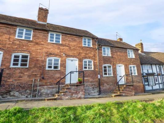 48 Wyre Hill photo 1