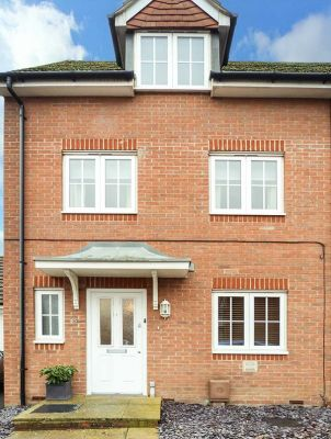 8 Baxendale Road photo 1