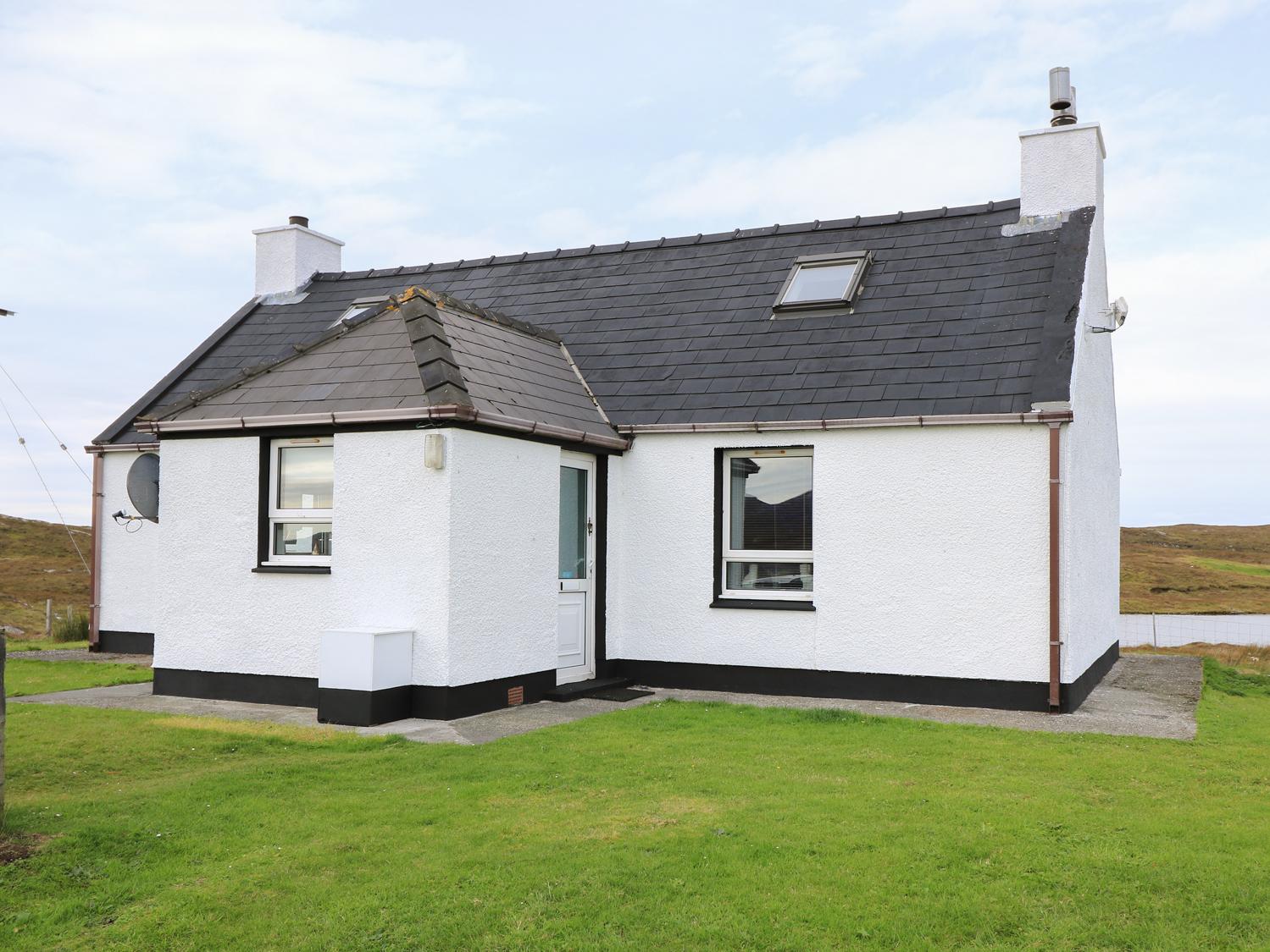 Lochside Cottage, Grimsay, North Uist