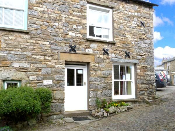 Cobble cottage dent yorkshire dales self catering - Luxury cottages lake district swimming pool ...