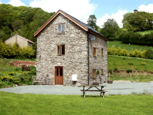 The Old Mill Llanfyllin Penygarnedd Self Catering Holiday Cottage