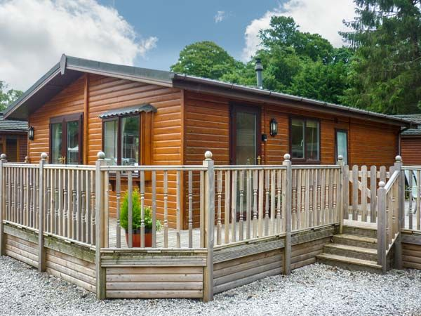 Windermere lakeside lodge white cross bay troutbeck - Luxury cottages lake district swimming pool ...
