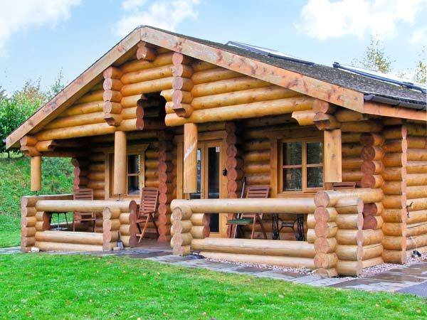 Cedar log cabin brynallt country park welsh frankton for Weekend cottage plans