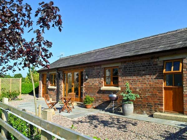 Maltkiln cottage at crook hall farm bispham green the - Luxury cottages lake district swimming pool ...