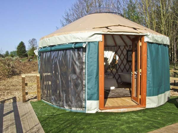 The Lakeside Yurt Near Tewkesbury