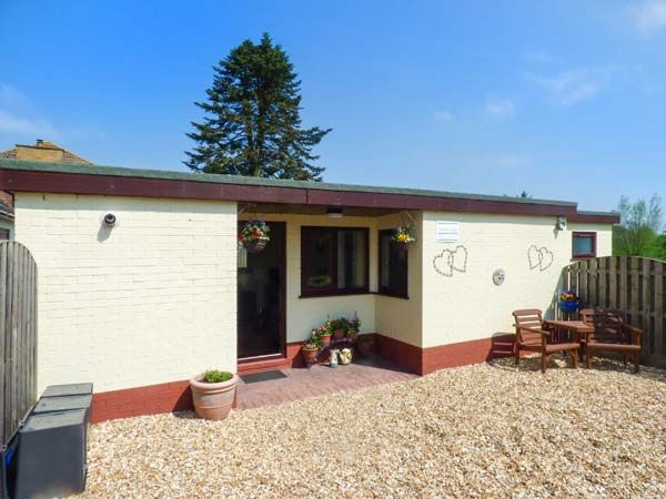 Surprising Bainside Holiday Lodge Woodhall Spa Haltham East Home Interior And Landscaping Palasignezvosmurscom
