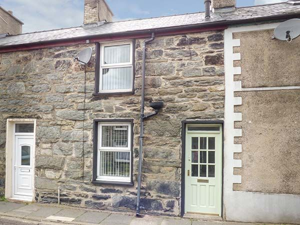 20 Glynllifon Street photo 1
