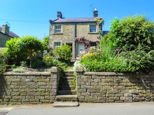 Holiday Cottages in Derbyshire: Ash Cottage, Baslow | skykescottages.co.uk
