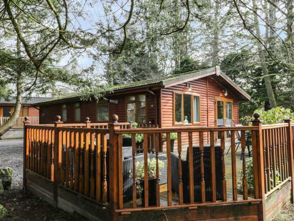 Footprints lodge white cross bay windermere the lake - Luxury cottages lake district swimming pool ...