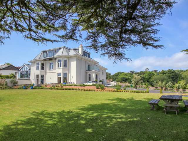 Barrington House photo 1