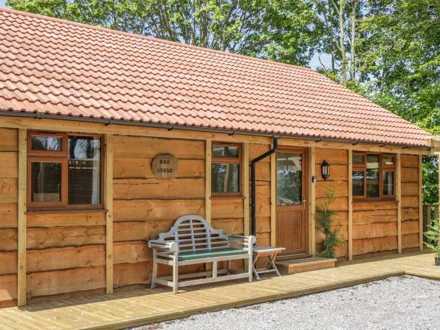 Oak Lodge - 1008108 - photo 1