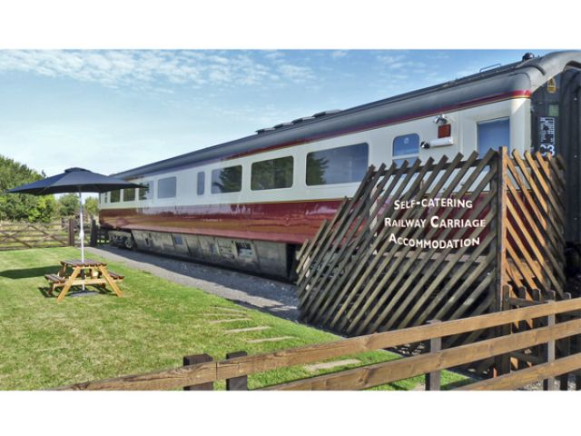 Converted Railway Carriage - 3877 - photo 1