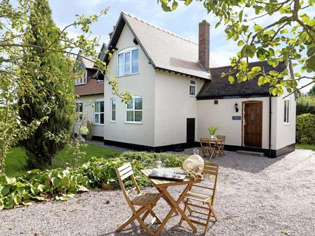 Ploughmans Cottage photo 1
