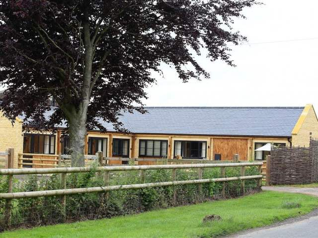 Court Hayes Farm Barns - 988829 - photo 1