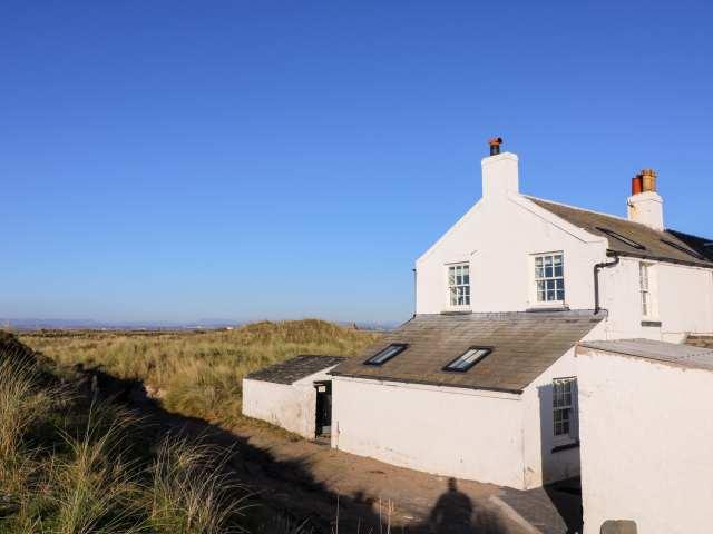 2 Lighthouse Cottage photo 1