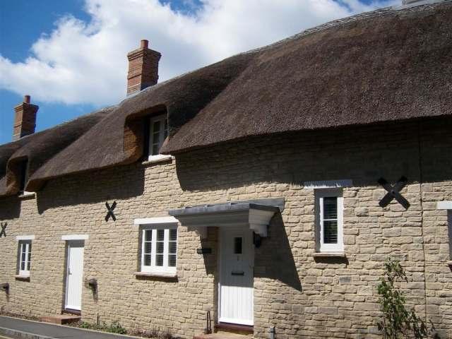 Lulworth Cove Cottage - 994359 - photo 1