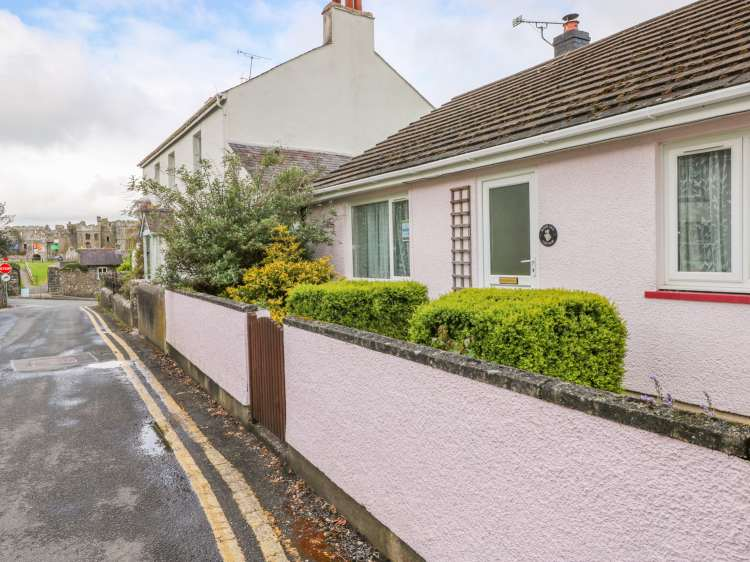 Rose Lea | St Florence | Carew | Self Catering Holiday Cottage