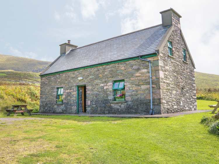 Stupendous An Nead Dingle County Kerry Ballinknockane Self Download Free Architecture Designs Xaembritishbridgeorg